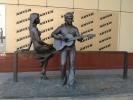 Скульптура за углом
